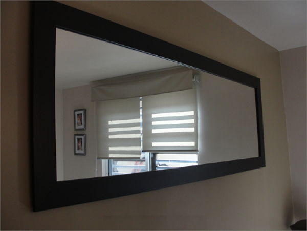 Espejo marco espejo antes y despues del espejo cmoda y for Espejo marco madera blanco