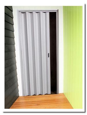 Provisión y colocación de persianas de enrollar durables: Reforzadas y Súper-Reforzadas. Material ignífugo resistente al agua y al sol. Fabricadas a medida y en diversos colores. Son de bajo mantenimiento, no necesitan pintura y se lavan con agua y jabón. Favorece la aislación acústica y térmica.
